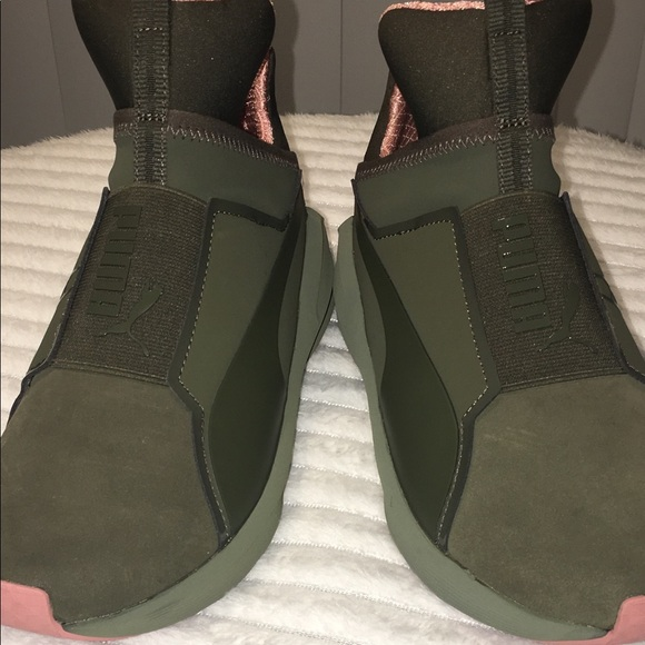 89d72e3f054af9 NEW olive green and pink pumas